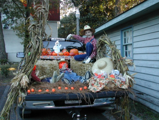 hay-trunk-or-treat