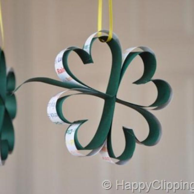 Hanging Four Leaf Clovers {St Patricks Day Crafts}