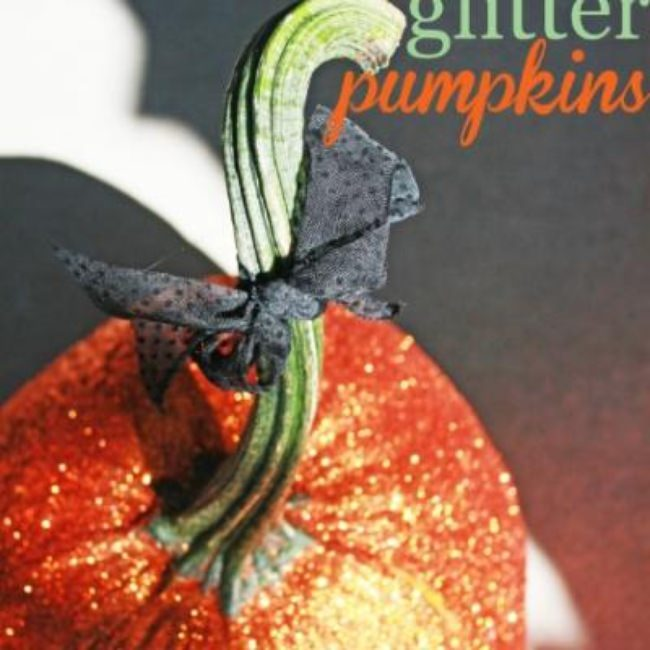 DIY Glitter Pumpkins {pumpkin decorating ideas}