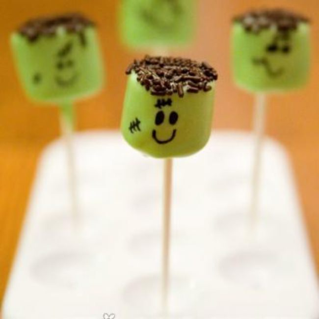 Frankenstein Marshmallow Pops {Edible Halloween Crafts}