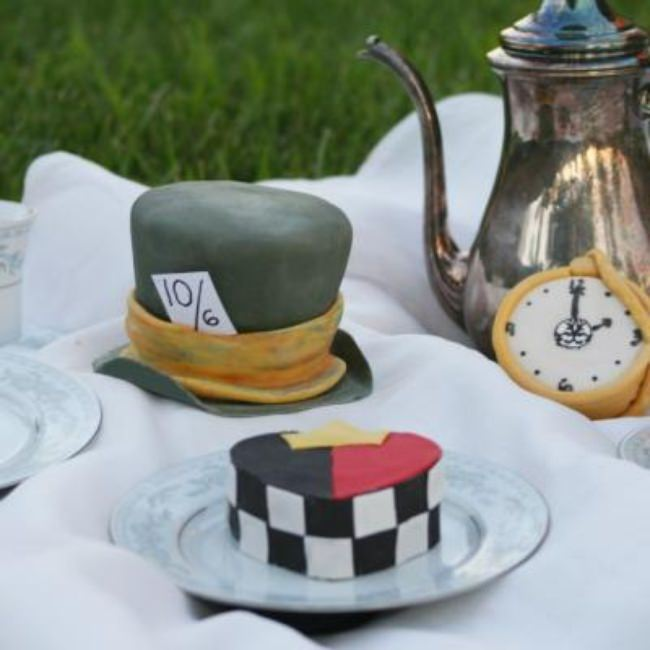 Mad Hatter Tea Party Cakes {Tutorial}