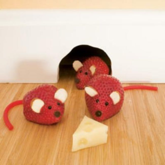 Strawberry Mice {Edible Crafts for Kids}