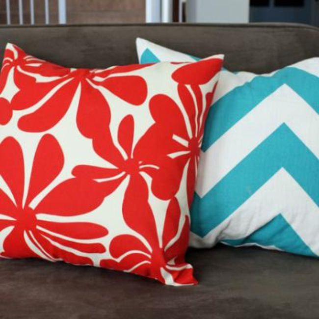How to Make Envelope Pillow Covers {tutorial}