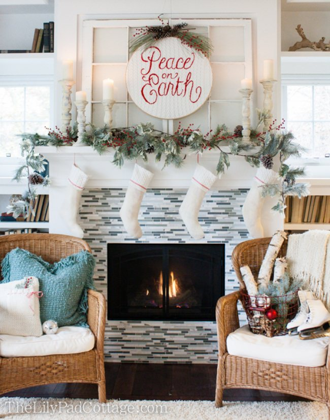 18 Christmas Mantel Decorating Ideas {home decor}