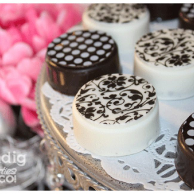 Chocolate Covered Oreos {Tutorial}