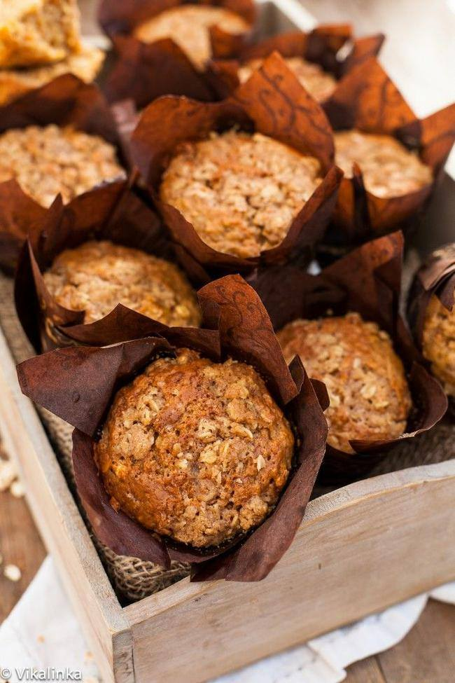 Healthy Oatmeal & Carrot Muffins