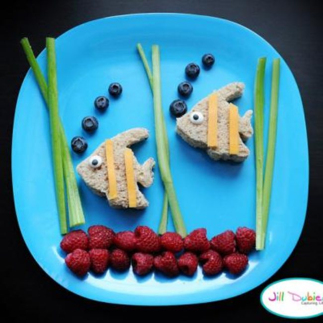 Swimming Fishy Sandwiches {Crafts With Food}
