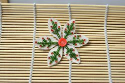 Free Pattern for Making a Beaded Snowflake Brooch in Red and Green