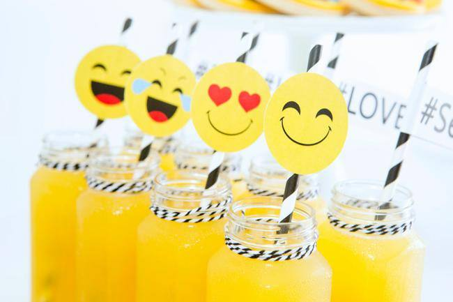 Emoji Party {free printables}