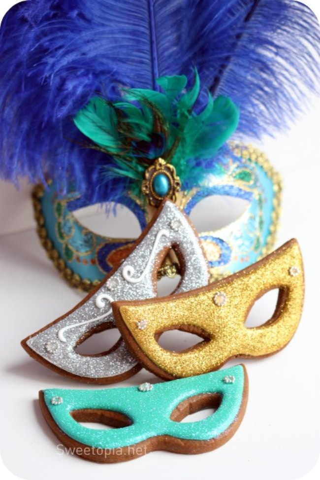 Mardi Gras Gingerbread Mask Cookies