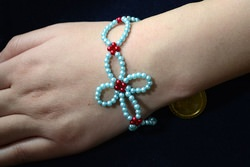 Free Bead Designs for Making a Woven Bracelet with Small-sized Glass Pearl