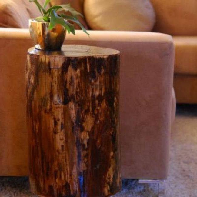DIY Tree Stump Side Table {Accent Tables}
