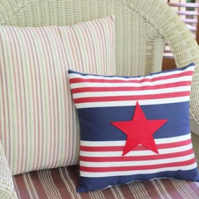 Easy Patriotic Pillow Embellishment {4th of July Decorating}