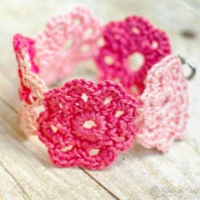 Crochet Flower Bracelet {Jewelry}