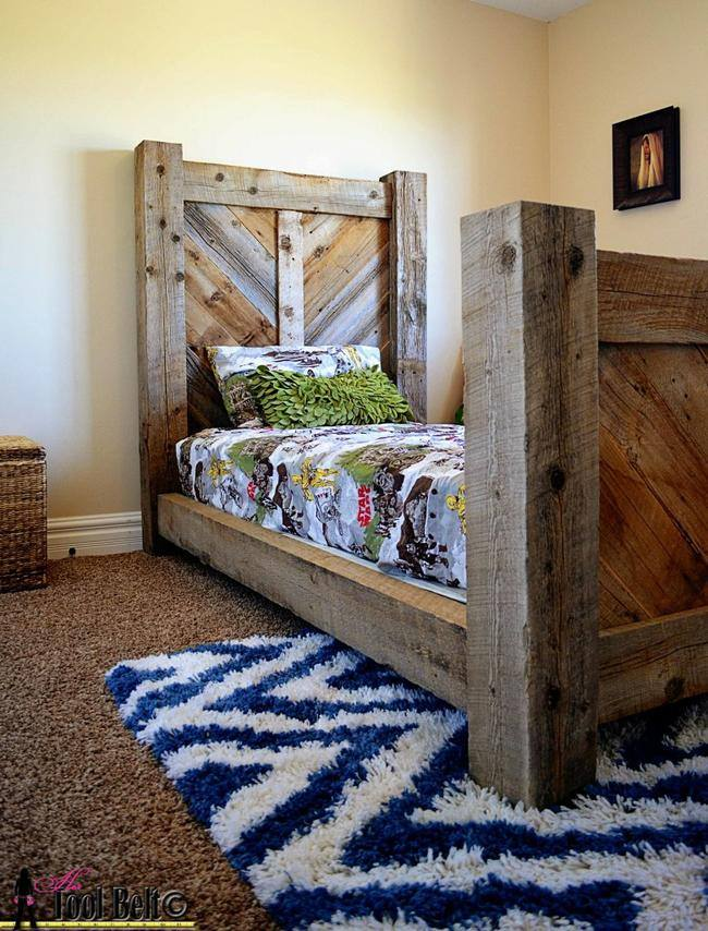 Rustic Barnwood Twin Bed {free template} - 12 DIY Projects To Make Using Reclaimed Wood Tip Junkie