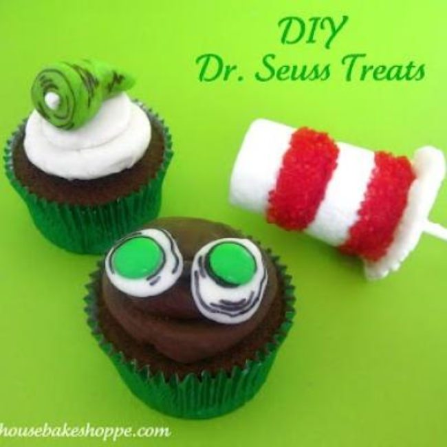 Dr. Seuss Green Eggs and Ham Cupcakes {Girl or Boy Party Dessert Idea}