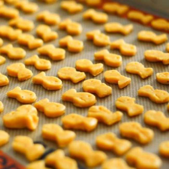 Homemade Goldfish Crackers {Tutorial}