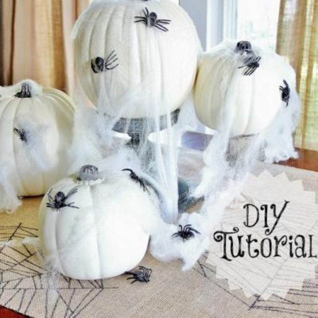 Burlap Spiderweb Table Runner {halloween diy}