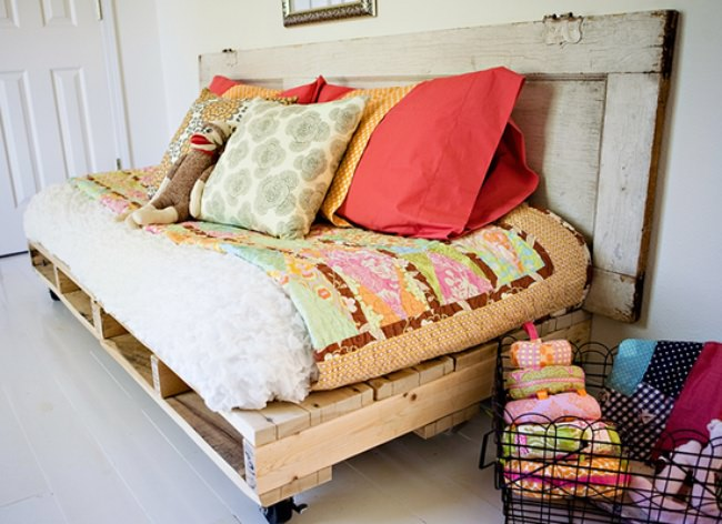 15 Cool Things to Make with Pallets  {tutorials}