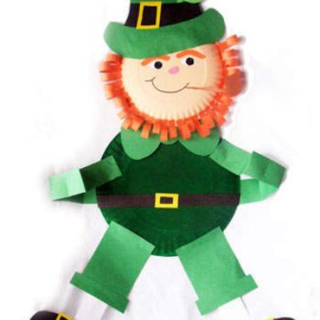 Paper Plate Leprechaun Wall Hanging {paper crafts}