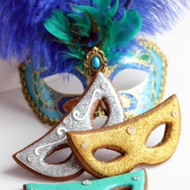 Mardi Gras Gingerbread Mask Cookies {How-To}