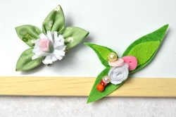 DIY a Nice Pair of Fabric and Felt Flower Brooches with Beads and Buttons