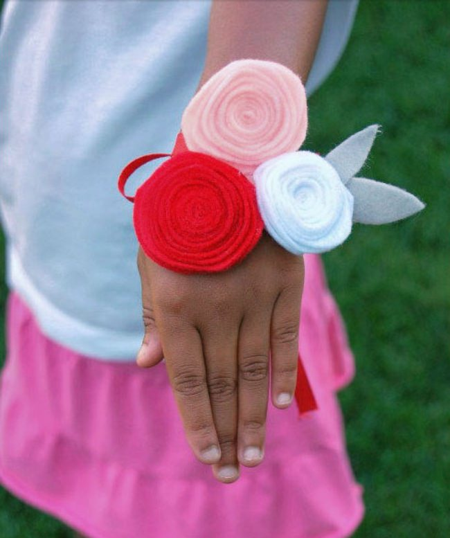 How to Make Felt Flowers {corsage}