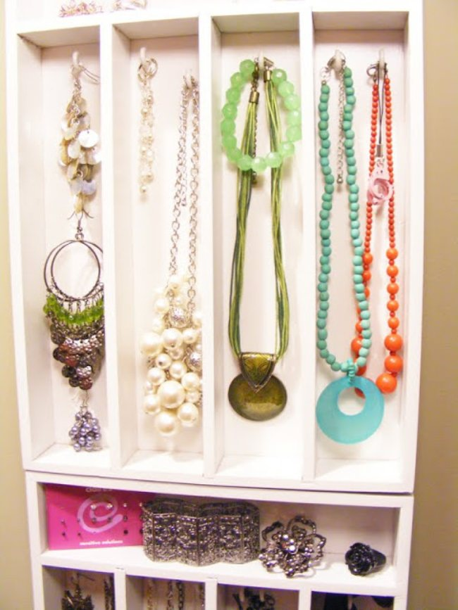 Hanging Jewelry Organizing {Organization}