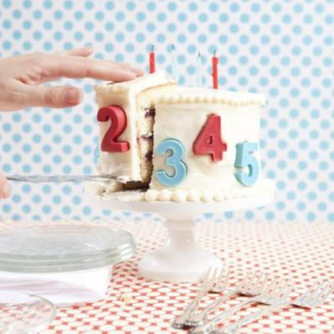 How To Cut Cake {Hosting A Party}