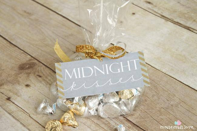 Midnight Kisses {free printable}