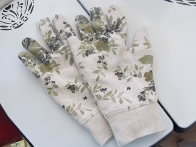 DIY Gardening Gloves