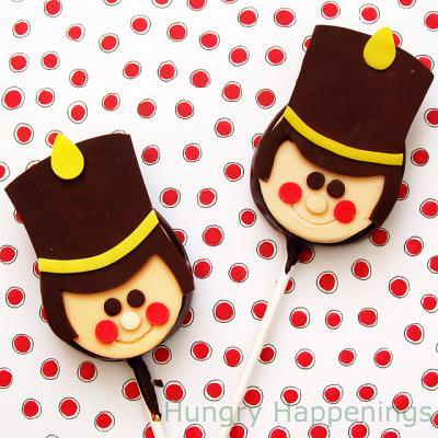 Toy Soldier Lolipops {Candy Crafts}