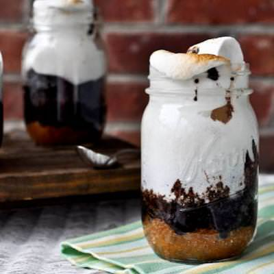 S'mores Cake in a Jar {recipe how to}