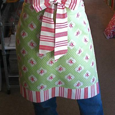 Easy Christmas Apron {Holiday Sewing}